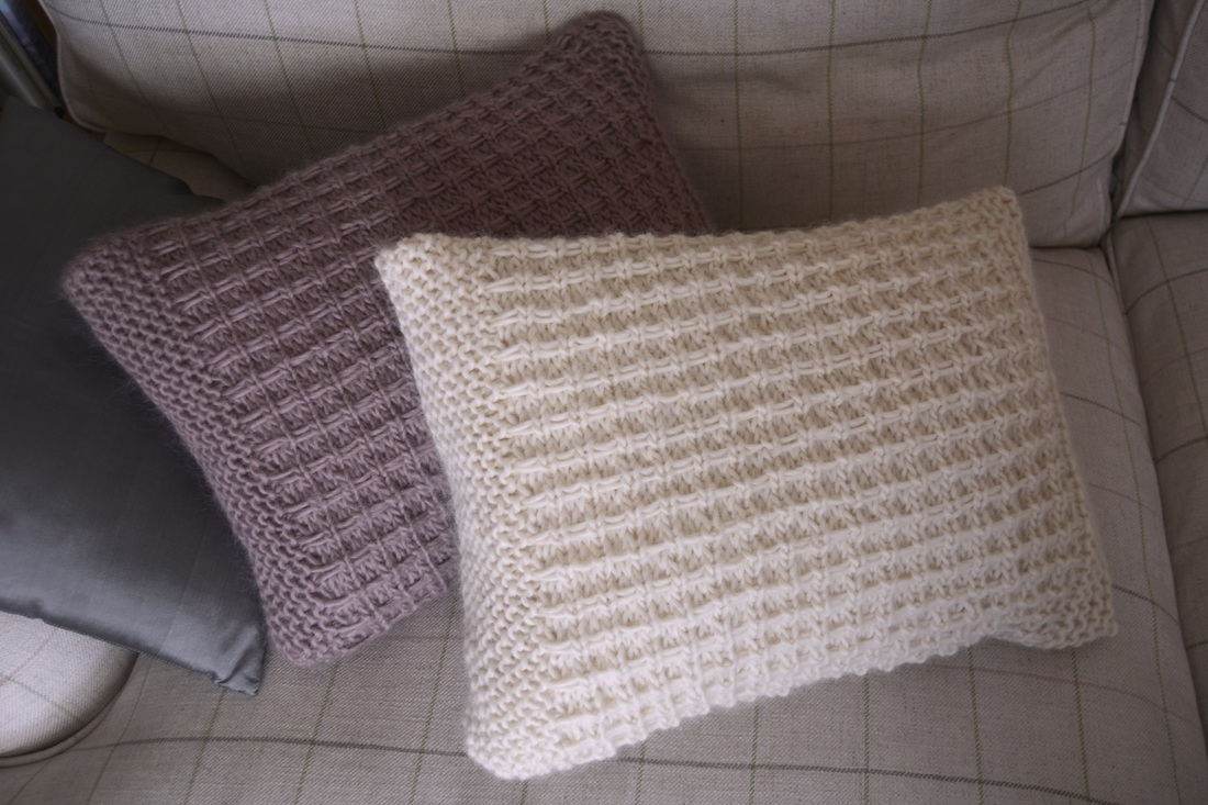Free cushion knitting pattern libbysummers phoebe cushion in libby summers chunky bankloansurffo Gallery