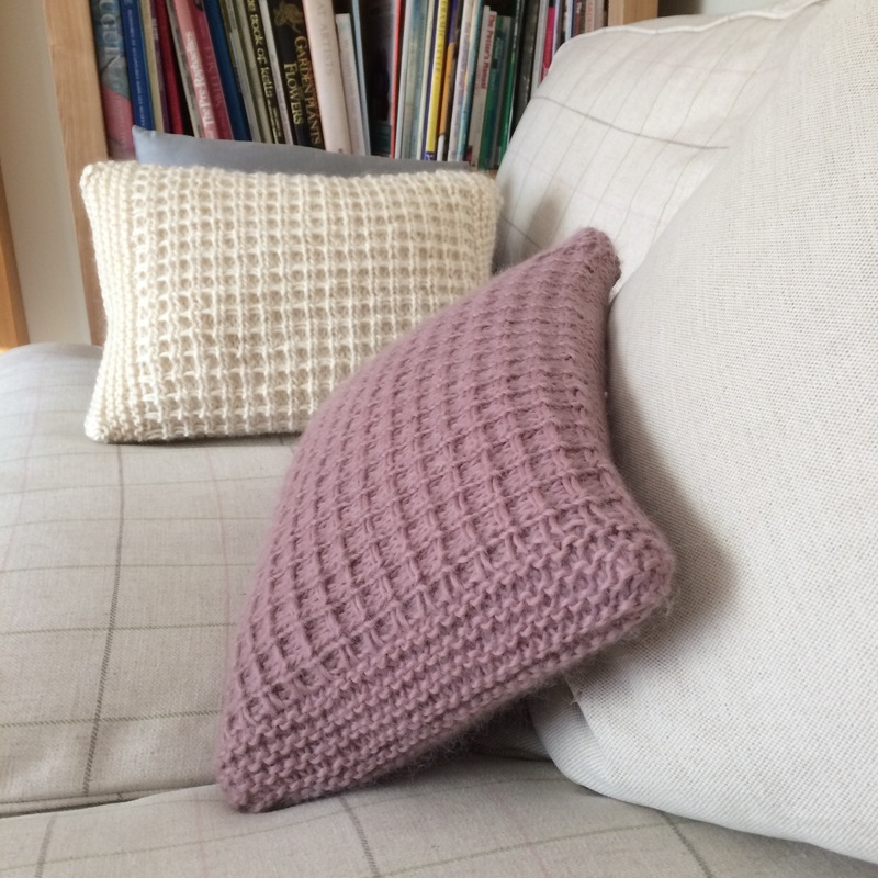Free Cushion Knitting Pattern - www.libbysummers.co.uk